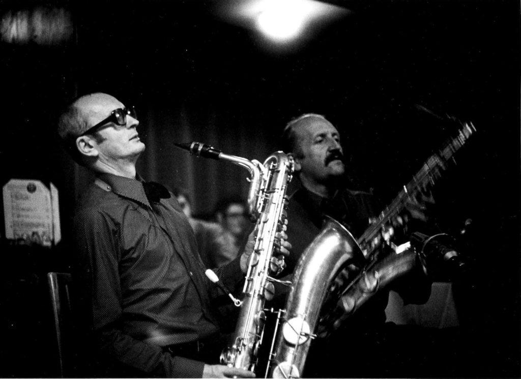 Karel Velebný s barytonsaxofonem a Evžen Jegorov