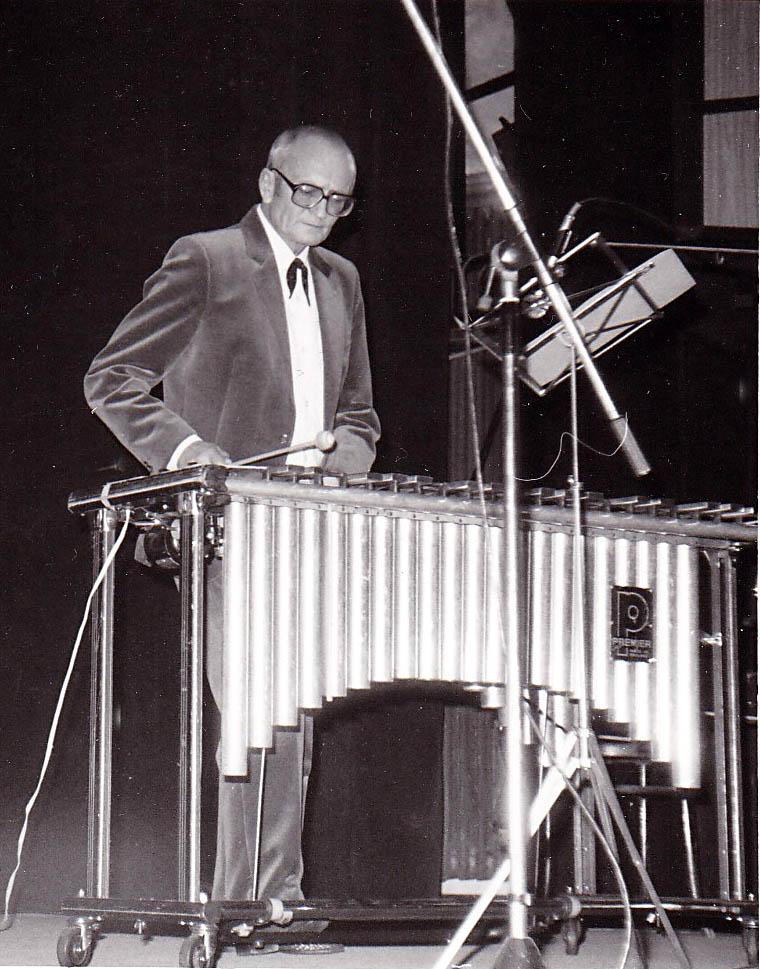 1987 Karel Velebný s vibrafonem U hasičů