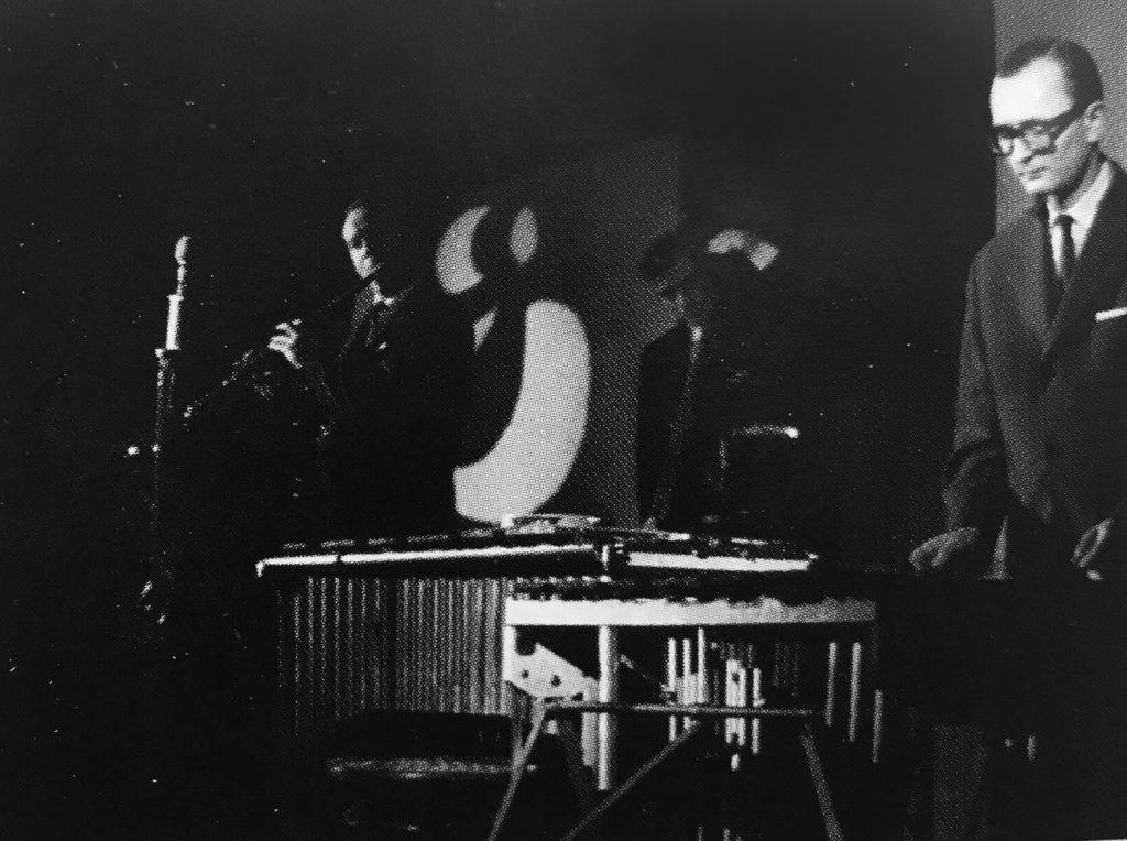Karel Velebný se Studiem 5 v divadle S + H s projekcí z diapozitivů Libora Fáry (1963) Foto: Jindřich Pražák